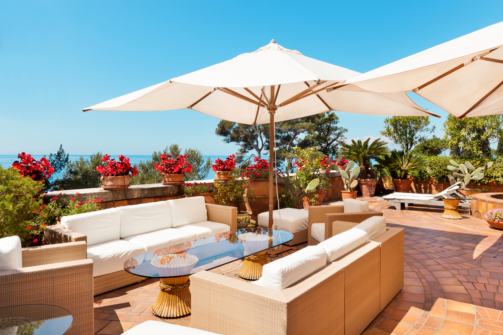 10 Steps to Choosing a Patio Umbrella that Will Enhance Your Resort or Outdoor Club